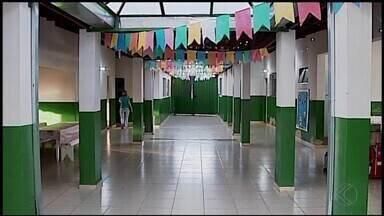 Intenção da Prefeitura em demolir escola pública de Araxá gera polêmica - Ideia do Executivo é construir uma nova escola na unidade, que hoje funciona como a Escola Municipal de Educação Infantil Francisco Braga. Pais e alunos divergem opiniões sobre a intenção do Município.