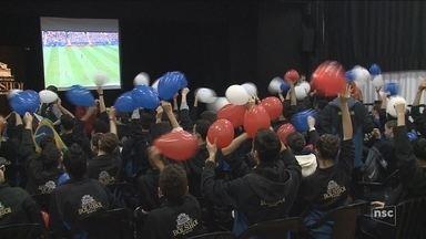 Alunos do Bolshoi celebram vitória da Rússia em estreia na Copa do Mundo - Alunos do Bolshoi celebram vitória da Rússia em estreia na Copa do Mundo