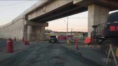 Pedestres reclamam da dificuldade para atravessar a rodovia João Leopoldo Jacomel - Eles também reclamam da falta de iluminação em alguns trechos da estrada.