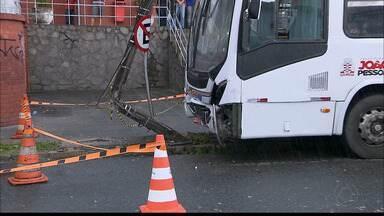 JPB2JP: Acidente entre ônibus e carro e resgate de cavalo na BR 230 - Saiba detalhes do que aconteceu.