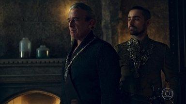 O médico avisa que Augusto não tem condições de ser transferido - Virgílio finge surpresa ao saber que Augusto está doente. Otávio pensa em mater o Rei de Artena se não puder mandá-lo para outra prisão