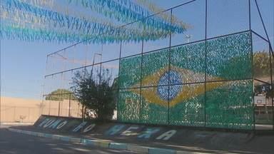 Torcedores do Paranoá no clima da Copa - Redação Móvel mostra as ruas enfeitadas na cidade e a animação dos moradores para torcer pelo Brasil. Telespectadores participam com fotos e vídeos de outros cantos do DF.