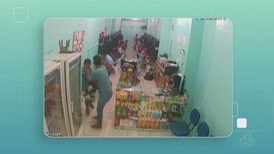 Atendente é baleado durante assalto a lan house em Manaus - Imagens de câmeras de segurança mostram momento do crime.