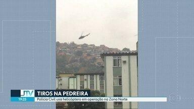 Polícia Civil faz operação no morro da Pedreira - Helicóptero foi usado na incursão nesta sexta-feira (15).