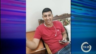 Jovem morreu ao recebe descarga elétrica em celular que estava carregando - Ele sofreu paradas cardíacas e faleceu.