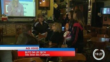 Nesta sexta tem blitz da lei seca em bares - Jogadoras do São José foram convocadas para participarem da ação.