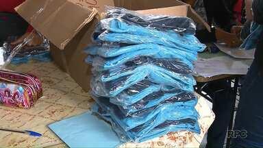 A uma semana do inverno uniforme escolar de verão ainda está sendo entregue em Londrina - Já os kits de inverno devem chegar às escolas municipais no dia 25 de junho.