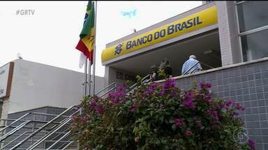 Instituições alteram horário de funcionamento nos dias de jogo do Brasil na Copa - Os bancos e algumas instituições públicas vão adotar horários especiais