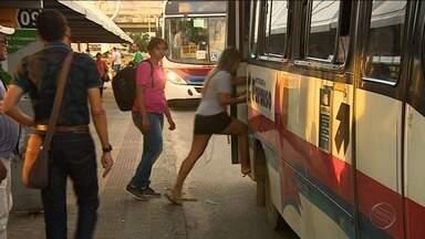 Setransp propõe aumento de R$0,90 na passagem de ônibus de Aracaju - Usuários reclamam contra a decisão dos empresários.