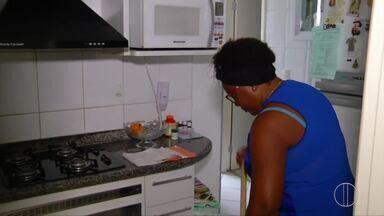 Perfil de contratação de empregados domésticos em Campos, RJ, sente mudança após - Assista a seguir.
