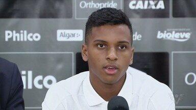 Rodrygo, do Santos, assina contrato com o Real Madrid até 2025 - Menino da Vila se apresenta ao time espanhol depois de junho de 2019.