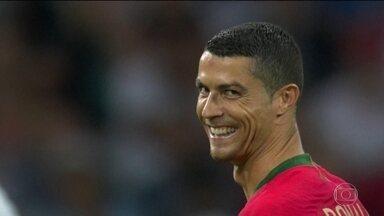 Cristiano Ronaldo dá show no empate de Portugal e Espanha: 3 x 3 - Clássico emocionante teve pênalti para Portugal nos primeiros três minutos; CR7 marcou os três gols; pela Espanha, Diego Costa fez dois e Nacho, um.