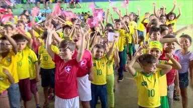 Alunos de escola de Manaus têm aulas sobre países da Copa - Mundial teve início nesta semana.