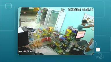 Atendente é baleado durante assalto a lan house na Zona Norte de Manaus - De acordo com informações do 13º Distrito Integrado de Polícia (DIP), o rapaz que foi baleado é atendente da lan house e estava trabalhando no momento do crime.