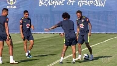 Jogadores da Seleção se preparam para seu primeiro jogo da Copa contra a Suíça - A seleção faz seu último treino antes da partida.