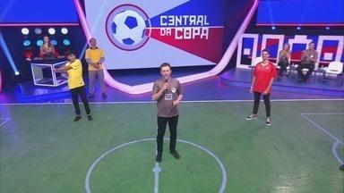 Central da Copa - Íntegra 18/06/2018 - Tiago Leifert e Bárbara Coelho recebem plateia e convidados especiais e mostram tabelas, resultados, estatísticas e vídeos da cobertura de jogos da Seleção.