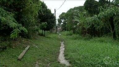 Zé do Bairro vai até Angra dos Reis, RJ, conferir reclamação de moradores - Reclamação é sobre condições de uma rua que desmoronou.