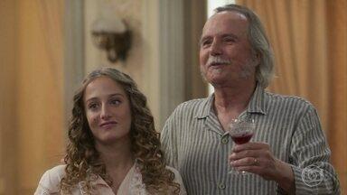 Felisberto propõe brinde para celebrar o noivado de Elisabeta - Ofélia se anima ao saber que Ema está organizando uma grande festa para comemorar