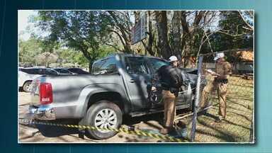 Duas pessoas ficam feridas em um acidente em Foz - Batida foi em frente a uma escola na cidade.