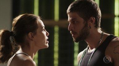 Rosa e Ícaro trocam desaforos - Du Love se incomoda com a presença de Ícaro como hóspede de Laureta