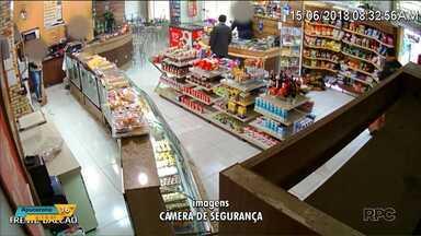 Justiça pede investigação sobre preso que ganhou regalias - Imagens de câmeras de segurança mostram preso tomando café com policiais em padaria.