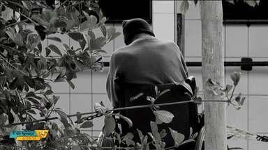 Mais de mil denúncias de negligência contra idosos foram registradas no Paraná em 2017 - Neste mês, a campanha Junho Violeta chama a atenção para o problema.