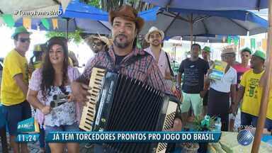 Torcida do Brasil: moradores da Ribeira preparam festa com forró, comida e até um jegue - A iniciativa já é uma tradição nos anos de Copa na região; confira.