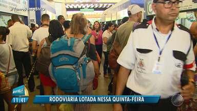 Viagens de São João: movimento é intenso na rodoviária de Salvador - Cerca de 160 mil pessoas devem passar pelo terminal da capital.