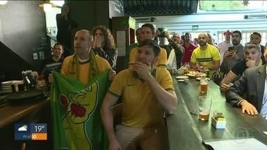 Australianos se juntam em bar de SP para torcer em jogo da Copa do Mundo - Grupo se reuniu na Zona Sul para apoiar os socceroos.