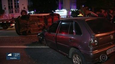 Motorista passa mal e bate em outro carro na Rua da Consolação - É o segundo caso de capotamento em menos de 24 horas na Rua da Consolação.