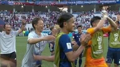 Japão perde para a Polônia, mas se classifica para as oitavas de final - Perto da classificação, japoneses pararam de atacar e apenas esperaram o fim do jogo. Torcida em Volgogrado vaiou as seleções.