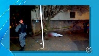 Jovem é morto com 5 tiros em lanchonete de Dourados, região sul de MS - De acordo com a polícia, ele estava na companhia da tia quando foi assassinado nesta madrugada (30).