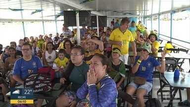 Famílias e torcedores celebram vitória do Brasil com muita música - Unindo a Copa do Mundo ao período junino, o forró foi a trilha sonora da comemoração em diversas cidades de Pernambuco.