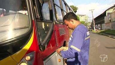 Ônibus com documentações irregulares são apreendidos durante operação em Santarém - Ação foi feita pela Secretaria Municipal de Mobilidade e Transporte, em parceira com o Detran e a Polícia Militar.