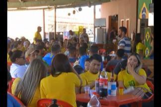Todo mundo parou pra ver o jogo do Brasil no interior do estado - Em todos os municípios, bares lotaram e muitas famílias se reuniram pra assistir o jogo.