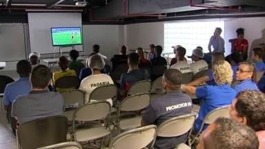 Consumo de energia no Brasil despenca durante jogos da seleção - Nos dias de jogos da seleção, muitas pessoas ficam concentradas na atenção do jogo, apenas com seus televisores ligados.