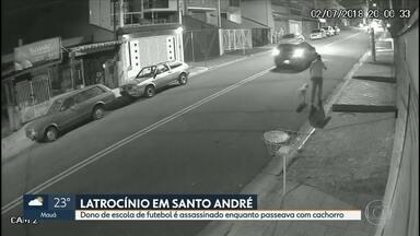 Dono de escola de futebol é assassinado enquanto passeava com cachorro - O crime foi em Santo André, na Grande São Paulo., em uma área residencial. Até o momento, a polícia não tem pistas do assassinos do dono de uma escola de futebol durante um assalto por dois homens em uma motocicleta.