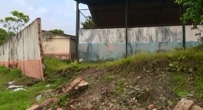 Moradores cobram muro de centro de convivência, em Macapá - Centro do bairro Nova Esperança caiu em dezembro do ano passado, e até agora nada foi feito. Os moradores cobram uma solução para o problema