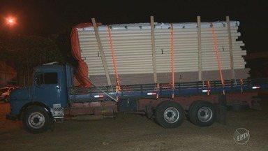 Motorista de caminhão é feito refém em roubo de carga em Sumaré - Polícia foi acionada por uma testemunha e conseguiu prender um dos criminosos. Dois fugiram.