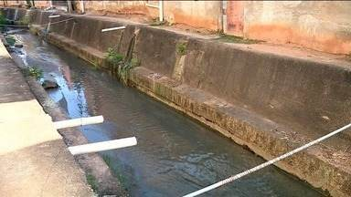 Moradores pedem proteção em valão de Colatina, Noroeste do ES - Jovem caiu no valão e morreu afogado.