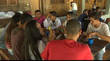 Venezuelanos começam a se adaptar à nova realidade na Paraíba - Tem vários profissionais no grupo, como psicólogo, médico, garçom. Todos em busca de uma nova oportunidade.