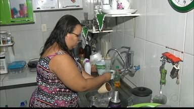 Moradores dos Funcionários II dizem que melhorou o abastecimento d'água - Mas o carimbo de Resolvido, do Calendário, só será usado quando terminar a obra da Cagepa.