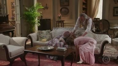 Felisberto encontra Ofélia e Lídia desmaiadas - Ele fica sem saber o que está acontecendo
