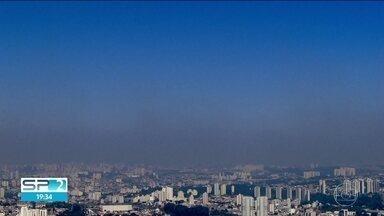 Tempo seco deixa faixa de poluição no céu da Capital - Sexta-feira pode ter mais nevoeiro de manhã