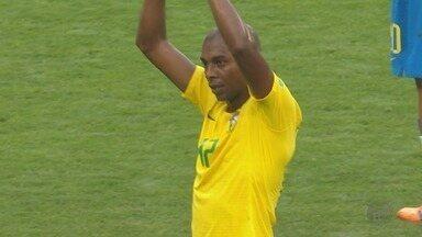 Mãe de Fernandinho manda recado para torcedores de Ribeirão Preto - Titular da seleção brasileira contra a Bélgica, jogador começou a carreira na cidade paulista.