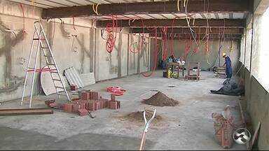 Obras da Câmara de Vereadores de Caruaru ainda não foram concluídas - Prazo inicial já venceu.