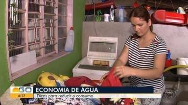 Goianos dão dicas de como economizar água nas tarefas domésticas dentro de casa - Reaproveitamento da água da máquina de lavar está entre as iniciativas.