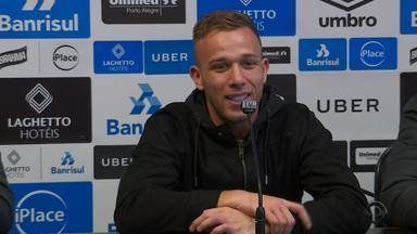 Arthur se despede do Grêmio rumo ao Barcelona - Assista ao vídeo.