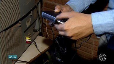 Sinal analógico será desligado em 14 de agosto; moradores precisam ficar atentos - Quem não tiver televisor com receptor digital ou kit conversor não vai poder assistir a programação da televisão.