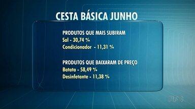 Cesta básica registra queda de 2% em Ponta Grossa - A cesta passou a custar R$482,80. O item que mais subiu foi o sal com um aumento de 30,74% no valor.